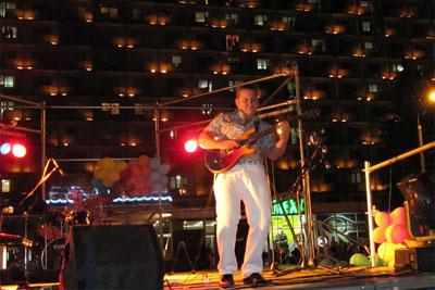 гитарист Роман Мирошниченко