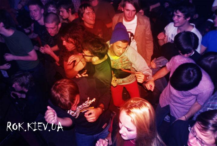 концерт Soviet Soviet в клубе 44